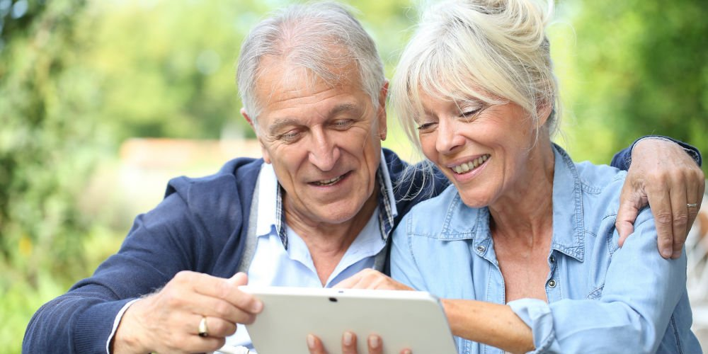 couple learning about retirement overseas